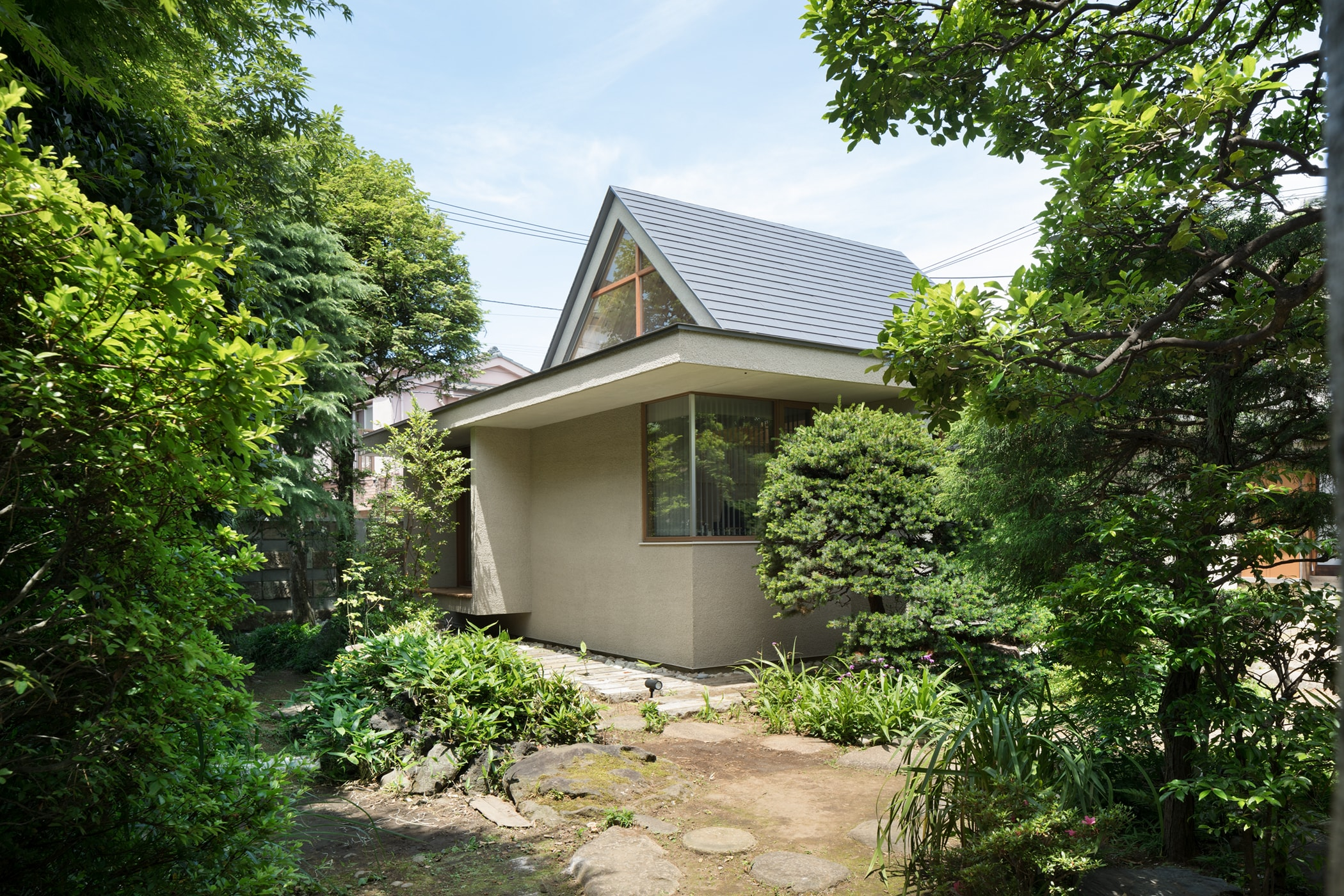 hiroki tominaga atelier 入母屋の離れ house with ducth gable roof